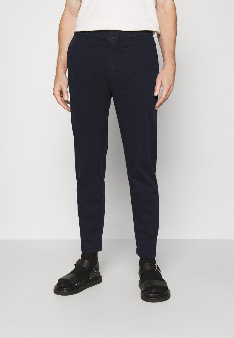 NN07 - FOSS - Pantalon classique - blue