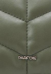 PARFOIS - CROSSBODY BAG DAN M - Across body bag - khaki - 3