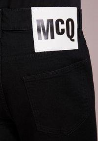 McQ Alexander McQueen - STRUMMER  - Jeans Skinny Fit - darkest black - 3