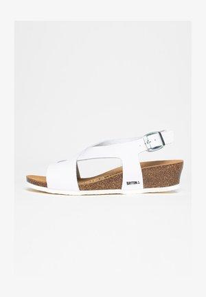SALAMANQUE - Sandaletter med kilklack - white