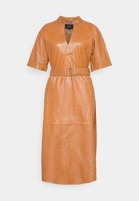 Ibana - DAVINE - Denní šaty - cognac - 0