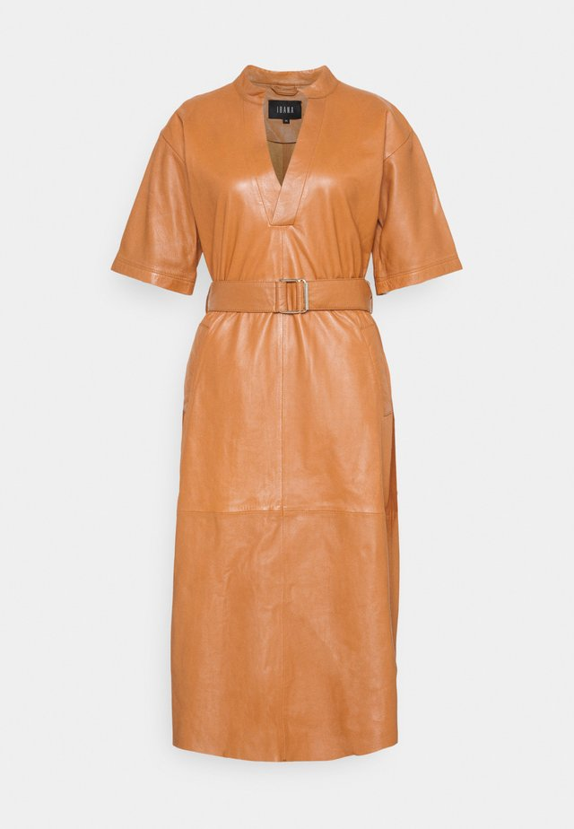 DAVINE - Day dress - cognac