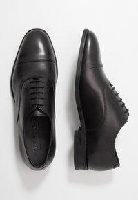 Office - MEMO OXFORD TOE CAP - Business sko - black - 1