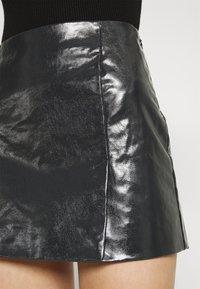 Weekday - JULES COATED SKIRT - Spódnica mini - washed black - 5