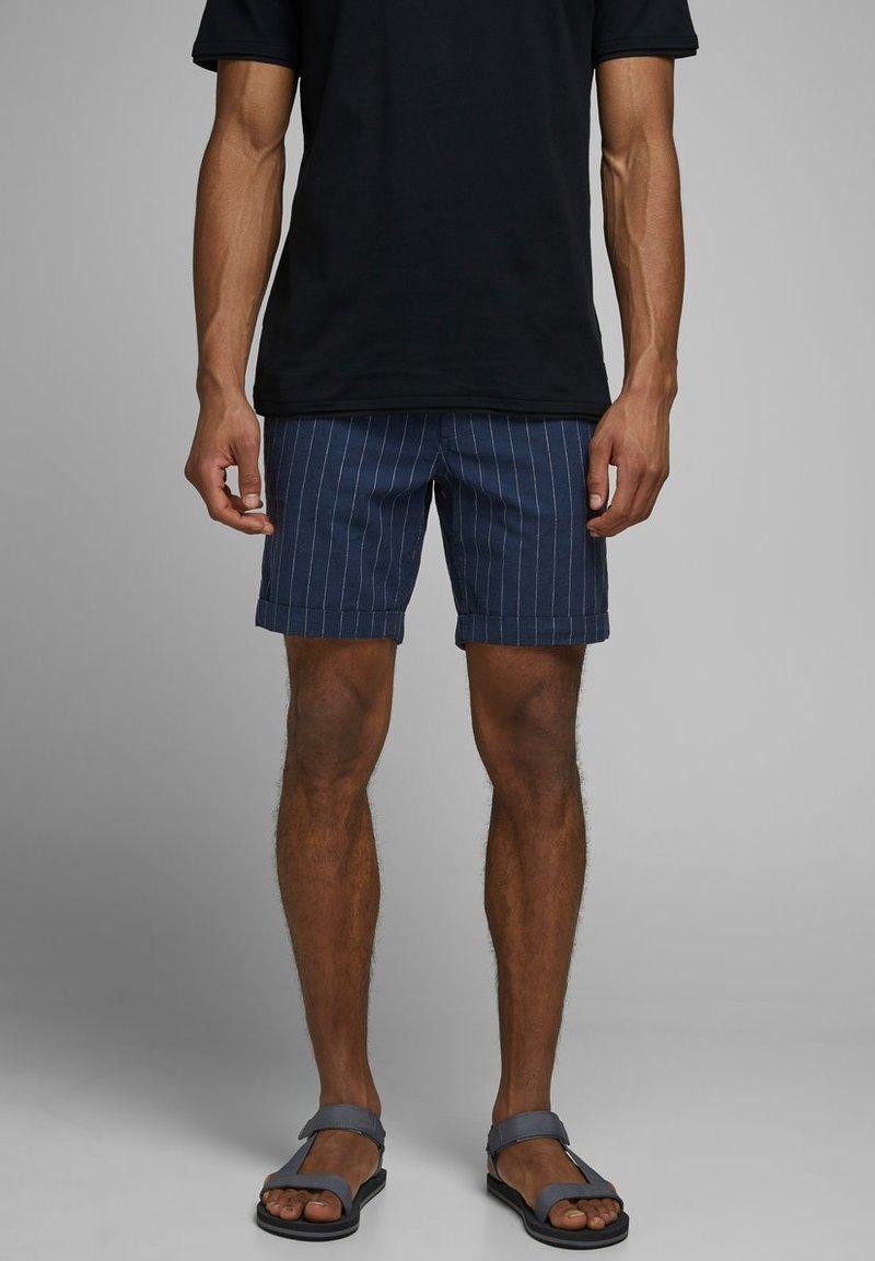 Jack & Jones - JJILINEN JJCHINO - Shorts - dark blue