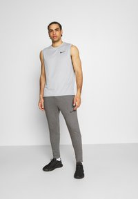 Nike Performance - PANT TAPER - Trainingsbroek - charcoal heather/black - 1