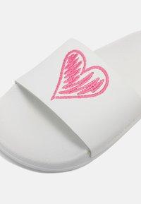 TWINSET - HEART ARTIST SLIDE - Mules - off white - 5