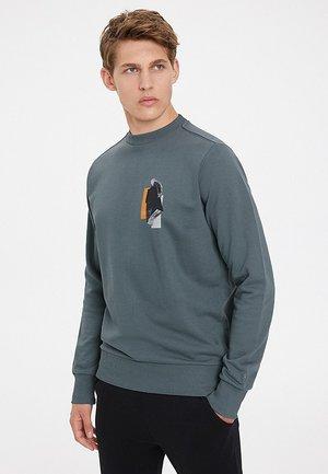 EESOME - Sweater - turbulence