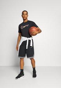 Nike Performance - DRY MEDALLION TEE - Camiseta estampada - black - 1