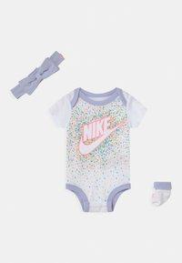 Nike Sportswear - SET - T-shirt imprimé - white/multi-coloured - 0