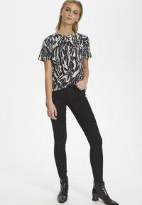Soaked in Luxury - SLSALLIE  - Print T-shirt - zebra strokes blue - 1