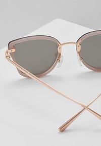 Michael Kors - SANIBEL - Sluneční brýle - milky pink - 2