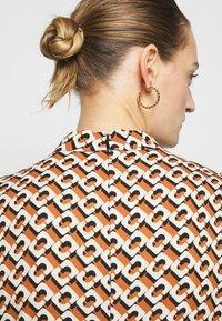 Diane von Furstenberg - NELLA - Denní šaty - chain caffe - 5