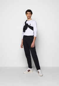 KARL LAGERFELD - CREWNECK - Long sleeved top - white - 1