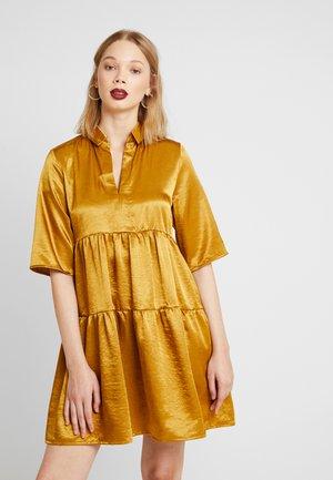 OBJJUNE DRESS - Korte jurk - buckthorn brown