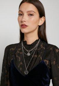 Pieces - PCDIANE COMBI NECKLACE - Necklace - silver-coloured - 1