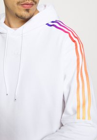 adidas Originals - UNISEX - Sweatshirt - white/multicolor - 5