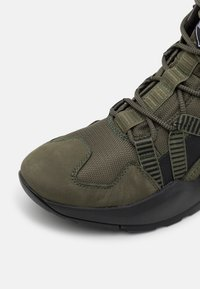 Timberland - MADBURY HIKER - Lace-up ankle boots - dark green - 5