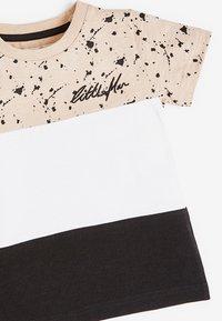 Next - COLOURBLOCK - Print T-shirt - tan - 2