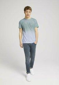TOM TAILOR DENIM - T-shirt med print - mint palm photo print - 1