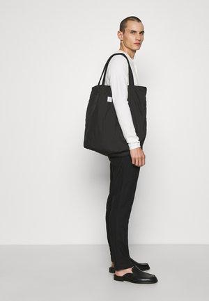 HANGER TOTE BIG UNISEX - Tote bag - black
