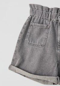 PULL&BEAR - Denim shorts - light grey - 3