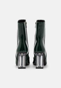 BEBO - DAISIE - Støvletter - green crinkle - 3