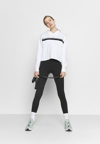 Puma - AMPLIFIED CROPPED HOODIE  - Mikina skapucí - white - 1