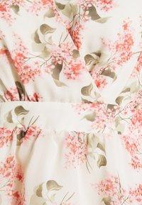 Vila - VIKATHRYN  - T-shirts med print - cloud dancer/flower - 2