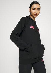 Nike Sportswear - Topper langermet - black/hyper pink - 3