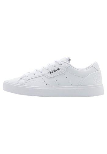 SLEEK VEGAN - Tenisky - footwear white/green/core black