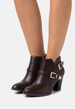 WIDE FIT WANTAGE - Kotníková obuv - chocolate