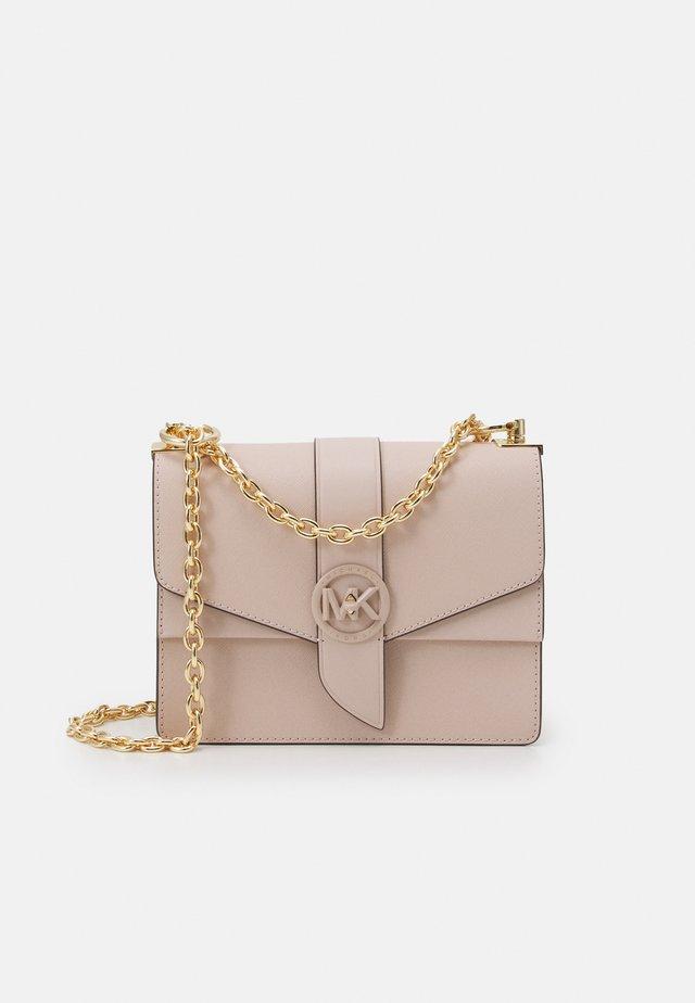 GREENWICH XBODY - Taška spříčným popruhem - soft pink