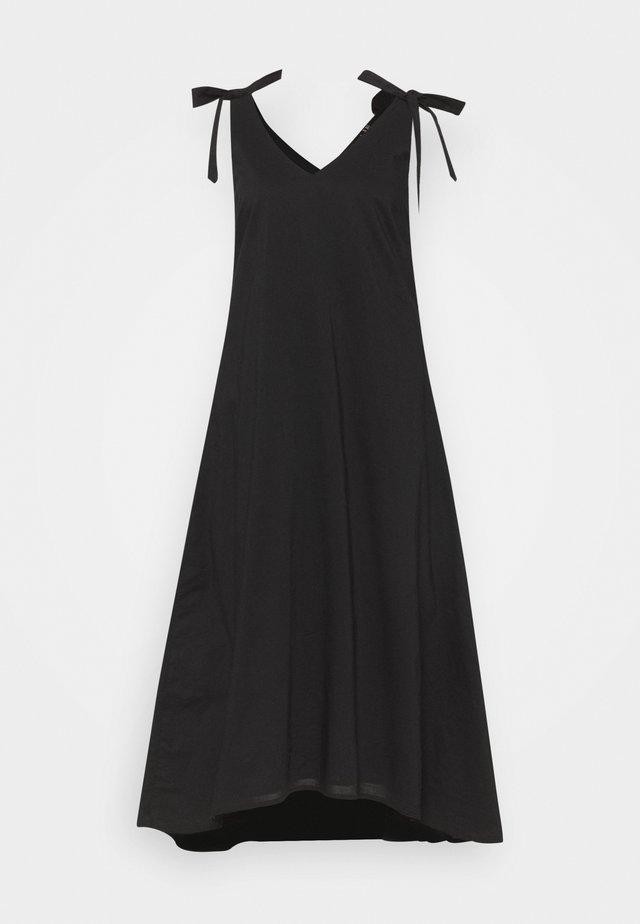 VMKARL DRESS TALL - Robe d'été - black