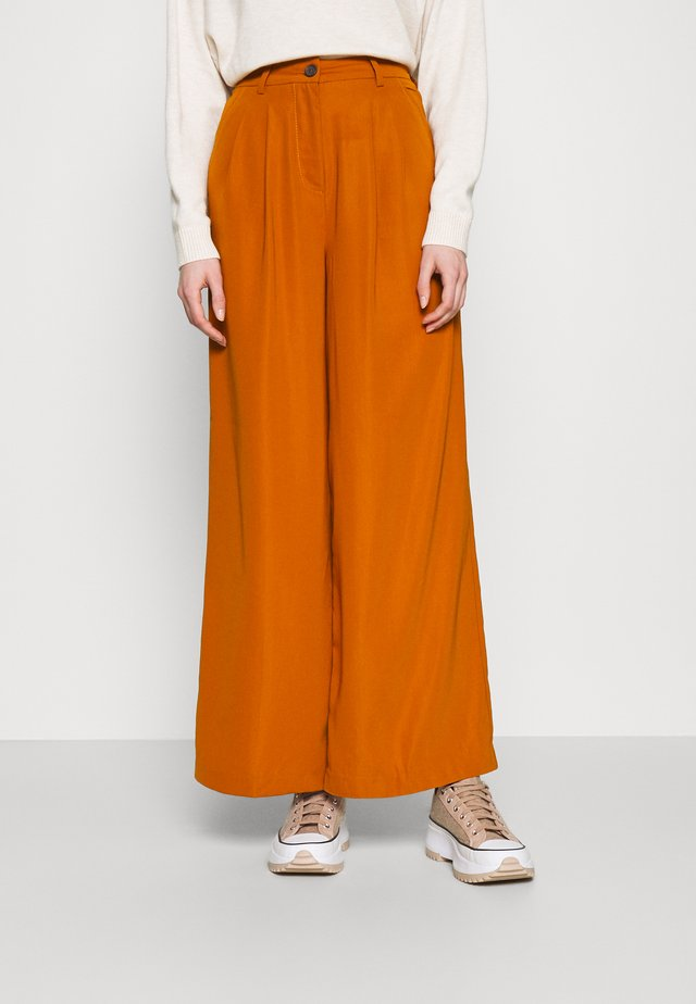 WIDE LEG PLEATED PANTS - Kangashousut - light rust