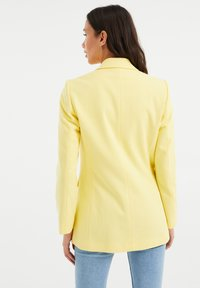 WE Fashion - Short coat - yellow - 2