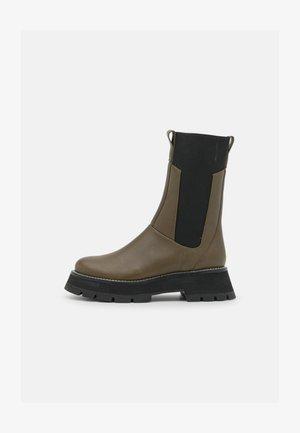 KATE LUG SOLE COMBAT BOOT - Platform boots - dark olive