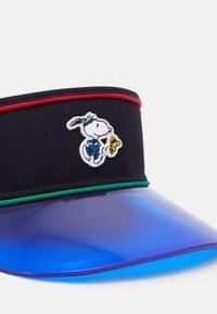 Levi's® - SNOOPY SPORT VISOR UNISEX - Pet - navy blue - 3