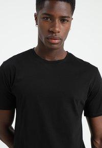Only & Sons - ONSMATT LONGY 2 PACK - T-shirts - black - 4