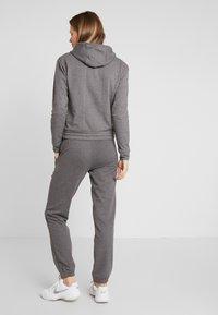 ONLY Play - ONPJULITTA LOOSE PANTS - Pantalones deportivos - medium grey melange - 2