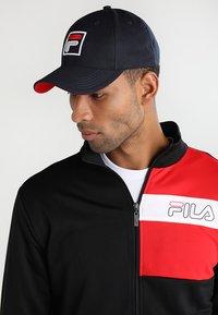 Fila - BASEBALL FORZE - Caps - peacoat blue/fila red - 1