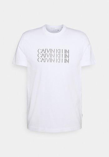 TRIPLE CENTER LOGO - T-shirt med print - white