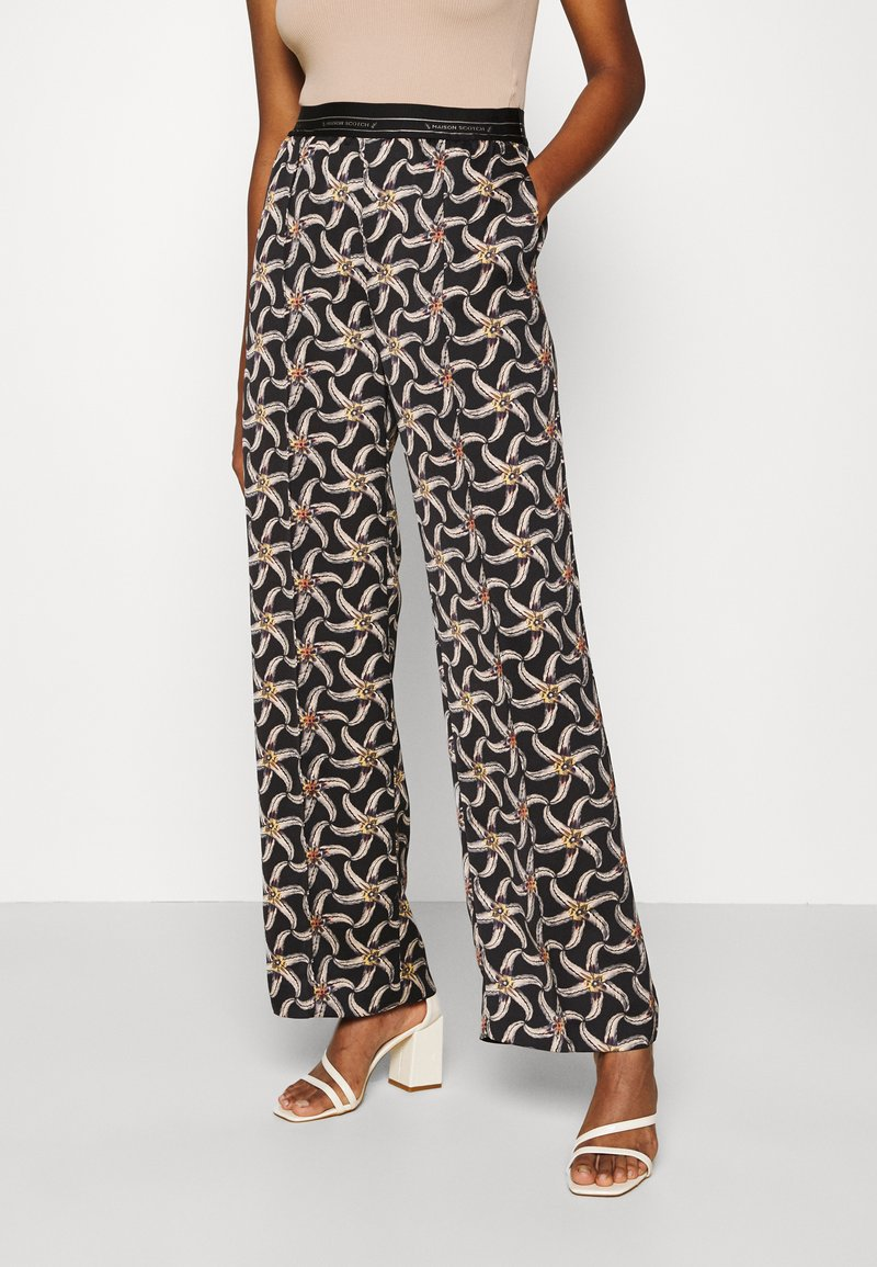 Scotch & Soda - PRINTED WIDE LEG PANT WITH SPECIAL ELASTIC WAISTBAND - Trousers - black