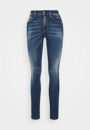 LUZIEN PANTS - Skinny-Farkut - medium blue