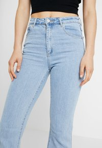 Abrand Jeans - DOUBLE - Flared Jeans - walk away - 3