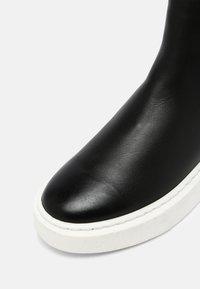 Tamaris - Kotníkové boty na platformě - black - 5