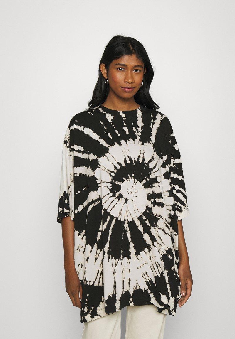 Weekday - HUGE - Print T-shirt - black