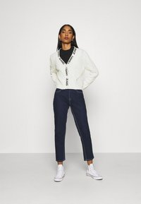 Tommy Jeans - BRANDED NECK CARDIGAN - Cardigan - snow white - 1