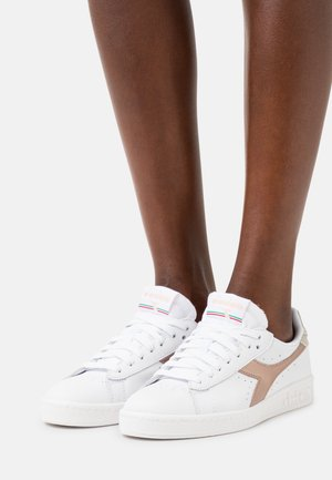 GAME ICONA GLOSSY  - Sneakers laag - white/copper