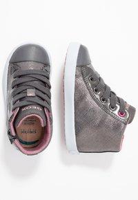 Geox - KILWI GIRLI - Sneakersy wysokie - dark grey - 1